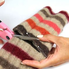 Cut Gloves, How to Make Felt Fingerless Gloves Sweater Mittens, Fingerless Mittens, Wool Sweaters, Jumper, Wrist Warmers, Hand Warmers, Sewing Crafts, Sewing Projects, Felt Projects