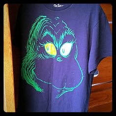 Mr. Grinch t shirt Mens Large t shirt in excellent used condition. Bundle and save 30% Tops Tees - Short Sleeve