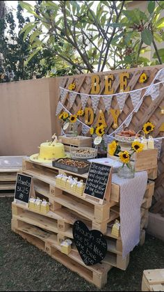 Baby's birthday theme, happy bee day! - - Informations Ab 2 Year Old Birthday Party Girl, Sunflower Birthday Parties, Sunflower Party, 1st Birthday Themes, 18th Birthday Party, Baby Girl First Birthday, Birthday Crafts, Birthday Party Decorations, Birthday Ideas