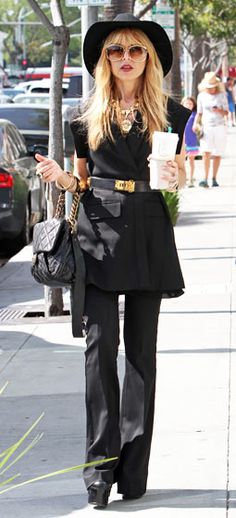 Shes Zoe Fabulous! Rachel Zoe carried an extra large coffee while out about in L.A. March 29.