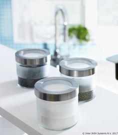 Odlaganjem suhih namirnica u posude s vakuumskim poklopcem bacat ćeš manje hrane jer će namirnice dulje ostati svježe. www.IKEA.hr/DROPPAR_staklenka Cijena: 14,90 kn www.IKEA.hr/ponuda_povoljnih_kuhinja