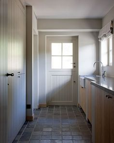 The Atelier - Interior (Hooglede, West Flanders) project: Dheer Fall Home Decor, Cheap Home Decor, Boot Room Utility, Diy Bathroom, Bathroom Modern, House Inside, Mudroom, Home And Living, Interior And Exterior