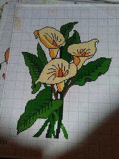 Copo de leite Butterfly Cross Stitch, Cross Stitch Fabric, Cross Stitch Rose, Cross Stitch Flowers, Cross Stitch Charts, Cross Stitch Designs, Cross Stitching, Cross Stitch Embroidery, Cross Stitch Patterns