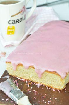 Roze koek plaatcake - Carola Bakt Zoethoudertjes Cake Recept, Vanilla Cake, Cheesecake, Sweets, Desserts, Food, Muffins, Easy Recipes, Deserts