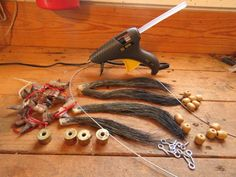 Use your turkey beards and spurs to display hunting memories. Quail Hunting, Coyote Hunting, Pheasant Hunting, Turkey Hunting, Hunting Dogs, Archery Hunting, Dermestid Beetles, Turkey Mounts, Redneck Crafts