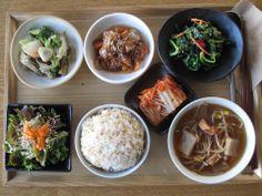 2012년 11월 15일 목요일 그때그때밥상입니다. 오징어 해장국, 모듬야채볶음, 시금치나물, 어리굴젓, 양파드레싱 샐러드, 현미밥