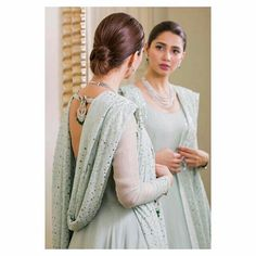 47 + How would you like to be inspired by 2019 hair designs? - Shiny Hair Color Tones and Combination for Hairstyles For Gowns, Fancy Hairstyles, Latest Hairstyles, Girl Hairstyles, Latest Hairstyle For Girl, Light Curls, Pakistani Bridal Dresses, Shadi Dresses, Pakistani Outfits