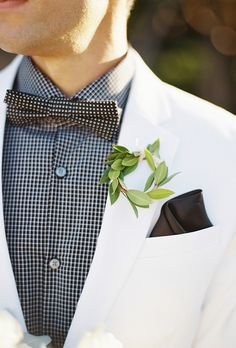 Boutonnières Moss Denver loves for our grooms, groomsmen, fathers, and grandfathers! #weddingboutonnières #boutonnière #groom #groomsmen