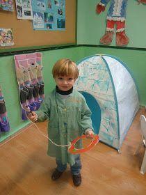 Hoy Manuel nos ha traido un juego típico esquimal que ha elaborado en casa con la ayuda de sus papás. Venía recogido en el lib...
