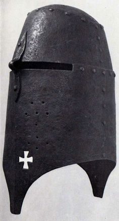 Massive Great Helm, reminds me of the Italian effigy of Rainmondino Lupi, d. 1379. I'll see if I can get more info.