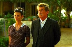Still of John Hurt and Penélope Cruz in Captain Corelli's Mandolin