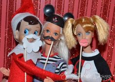 Holiday Photo Booth | 15 Fun Elf on the Shelf Ideas