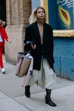 Big, Boxy Blazers Were a Street Style Favorite on Day 5 of New York Fashion Week New York Fashion Week 2018, New York Fashion Week Street Style, Autumn Street Style, Cool Street Fashion, Street Style Looks, Looks Style, Street Chic, Street Style Women, Love Fashion