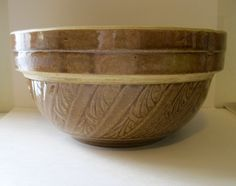Vintage USA Pottery Mixing Bowl Great Design.