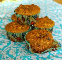 Heart-Healthy Spiced Carrot Oat Muffins with Figs and Walnuts --- made with shredded purple carrots, subbed dried cherries for figs, no OJ. Baked at 350 for 18 min. What's For Breakfast, Best Breakfast Recipes, Heathy Breakfast, Muffin Recipes, Cupcake Recipes, Banana Oat Muffins, Carrot Muffins, Roasted Banana, Deserts