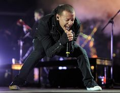 CHESTER BENNINGTON this stance usually means he is in the middle of an incredible scream...(sigh)