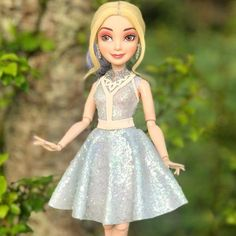 Which hairstyle do you want Mal to have in Disney Descendants Dolls, Disney Channel Descendants, Disney Dolls, Disney Art, Dove Cameron Descendants, Best Costume Ever, Disney Bedrooms, Barbie Doll House, Girl Meets World