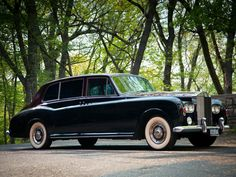 Retro Car Rolls-Royce Phantom VI