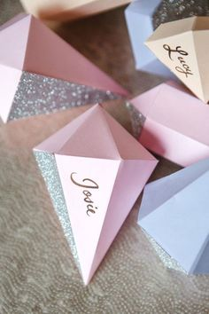 Geometric wedding theme and details is one of the hottest trends of last and this year; we've already told you of geometric wedding cakes, and now it's time to discuss décor and other touches. A geometric wedding backdrop. Diamond Theme, Diamond Party, Wedding Party Invites, Diy Wedding, Party Invitations, Wedding Decor, Wedding Ideas, Denim And Diamonds, Geometric Wedding