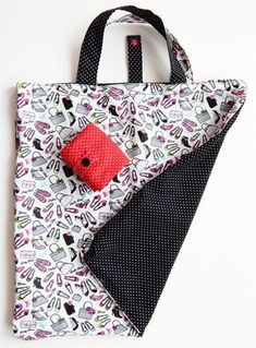Tuto faltbare Tasche Tuto sac pliable Plus, Coin Couture, Couture Sewing, Fabric Bags, Fabric Scraps, Sewing Hacks, Sewing Tutorials, Sewing Diy, Diy Sac, Sewing Accessories