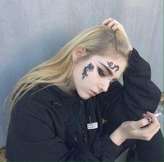 ❤️ shirlie, areya's cousin, archaeology major, college burnout Face Tattoos, Body Art Tattoos, I Tattoo, Tatoos, Grunge Style, Soft Grunge, Aesthetic Grunge, Aesthetic Girl, Handpoked Tattoo