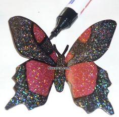 plastik-siselerden-oje-ile-boyanan-cok-guzel-kelebekler-yapmak-7