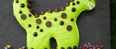 Delight dinosaur lovers with this fun prehistoric-themed cake.