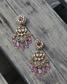 Jewelry Design Earrings, Gold Earrings Designs, Emerald Jewelry, Gold Jewellery, Small Earrings, Jewellery Designs, Gold Jewelry Simple, Fine Jewelry, Jewelry Box