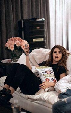 Selena Gomez ♥ celebrities 25 High Fashion Summer Outfits for 2019 Selena Gomez Fashion, Style Selena Gomez, Selena Gomez Fotos, Selena Gomez Pictures, Selena Selena, Olivia Culpo, Rihanna Chris Brown, Will Turner, Selena Gomez Wallpaper