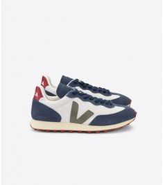Sneakers Rio Branco from Veja. Veja is a French brand that produces sneakers that are organic and fair-trade. The Hexamesh fabric is made from Bermuda Short, Beloved Clothing, Veja Sneakers, Burgundy Heels, Farm Rio, Coton Biologique, French Brands, Logo Nasa, Mens Trainers