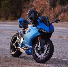 Ducati Panigale in mat blue! Triumph Motorcycles, Cool Motorcycles, Bobbers, Motocross, Custom Sport Bikes, Kart, Sportbikes, Hot Rides, Mopar