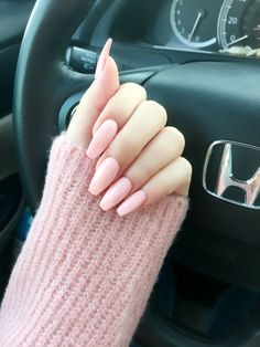Comin nail shape in soft pink color