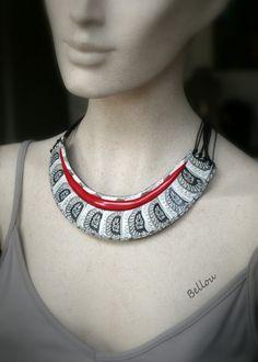 Plastron ethnique bronze, blanc, rouge