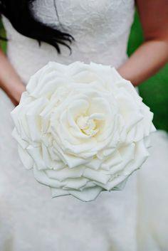 White Glamelia Rose Bouquet Photography: Kortnee Kate Read More: http://www.insideweddings.com/weddings/black-and-white-modern-wedding-with-unique-details-in-cincinnati/698/
