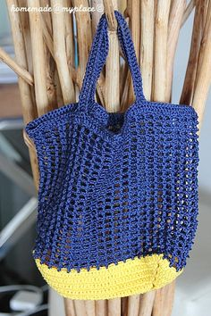 homemade A little crochet net bag. homemade A little crochet net bag. Diy Crochet And Knitting, Crochet Tote, Crochet Handbags, Crochet Purses, Love Crochet, Crochet Summer, Crochet Mandala Pattern, Crochet Motifs, Filet Crochet