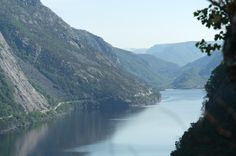 fiordo norvegese http://www.bambiniconlavaligia.it/destinazioni/norvegia/norvegia-pronta-alluso.html travel tips, family travel tips, fjord, norway, scandinavian, Scandinavia
