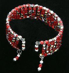 Video: Memory wire cuff bracelet. #Beading #Jewelry #Tutorials
