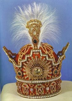The Pahlavi Crown brings to mind the crown of Ivan the Terrible. Part of the coronation regalia used by the Pahlavi Shahanshahs of Iran. diamonds (total of carats) and 369 natural white pearls. Royal Crown Jewels, Royal Crowns, Royal Tiaras, Royal Jewelry, Tiaras And Crowns, Jewellery, Faberge Eier, The Shah Of Iran, Teheran