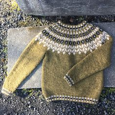 Ravelry: Project Gallery for Birki pattern by Jóhanna Hjaltadóttir Fair Isle Knitting Patterns, Sweater Knitting Patterns, Hand Knitting, Norwegian Knitting, Icelandic Sweaters, Nordic Sweater, Knitted Hats, Knitwear, Knit Crochet