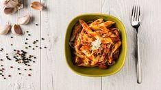 Chorizo-pastavuoka on helppo ja suht nopea valmistaa, se on pöydässä vajaassa tunnissa, mutta varsinaista kokkausaikaa kuluu alle puoli tuntia. Quorn, Cookies Et Biscuits, Barbecue, Chili, Ethnic Recipes, Job, Drink, Vegetarische Rezepte, Pasta Salad