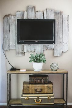 soporte-hecho-con-listones-para-colgar-la-televisión-de-la-pared