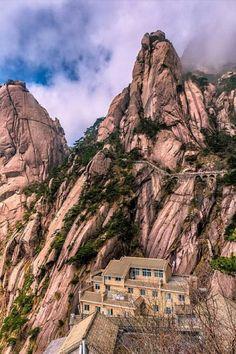 Huangshan mountain (Yellow Mountain), elevation m - China Beautiful World, Beautiful Places, Amazing Places, Places Around The World, Around The Worlds, China Travel, China Trip, Great View, Tibet