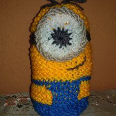 Minion tejido en telar por Verónica