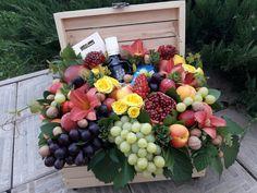 Fruit Centerpieces, Edible Arrangements, Flower Box Gift, Flower Boxes, Beautiful Flower Arrangements, Beautiful Flowers, Watermelon Sticks, Fruit Hampers, Food Bouquet