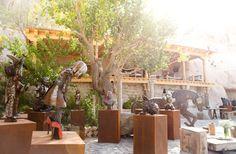 Dışavurumcu ve dokunaklı çelik figürleri ile uluslararası arenada tanınan Emilie Gotmann'a ait 13 adet özel heykel sergisi, Sarıpınar Aile Koleksiyonu içerisinde sergilenmektedir.  #kapadokya #uchisar #sanat #kskm #kültür #kültürmerkezi #seyahat #peribacasi #peribacalari #turkey #cappadocia #art #culture #travel #cave #holiday