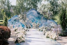Modern Wedding Arches and Backdrops from Caramel #weddings #wedding #weddingbackdrops #dpf #deerpearlflowers