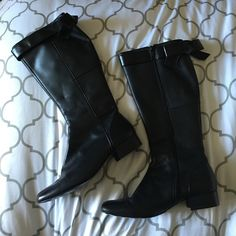 Vera Wang leather boot Black, very cute!! Has bow on back of calf area. Side zippers work great. Great condition, super chic! ✨ Vera Wang Shoes