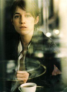 prettycharlottegainsbourg:  Charlotte Gainsbourg au café