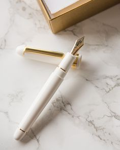 Variety of colorful resin fountain pens with a gold nib. Fancy Pens, Dog Pen, Luxury Pens, Cute Stationary, Cute Pens, Pen Collection, Pen Design, Student Engagement, Writing Instruments
