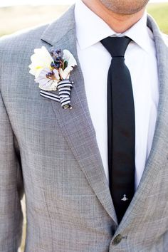 Groomsmen outfit, navy tie instead of black Boutonnière from Wedding Chicks White Boutonniere 1 white freesia 1 viburnum berry 1 dusty miller 1 powder blue hyacinth black and white stripe grosgrain ribbon Wedding Groom, Wedding Suits, Wedding Attire, Wedding Day, Plum Wedding, Wedding Black, Bride Groom, Wedding Table, Diy Wedding